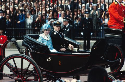 Vehicle, Vintage car, Carriage, Car, Horse harness, Crowd,