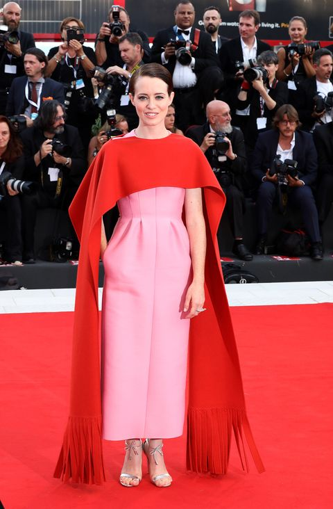 Red carpet, Carpet, Clothing, Flooring, Dress, Premiere, Fashion, Red, Event, Haute couture,