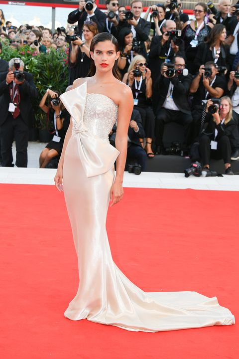 Red carpet, Fashion model, Gown, Carpet, Dress, Clothing, Flooring, Shoulder, Premiere, Fashion,