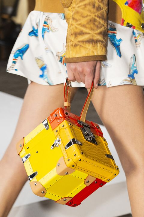 Yellow, Street fashion, Fashion, Waist, Human leg, Leg, Joint, Summer, Thigh, Footwear,