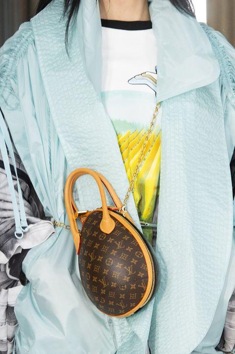 Neck, Outerwear, Fashion accessory,