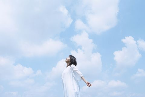 Sky, White, Cloud, Standing, Photography, Neck, Landscape, Happy, Meteorological phenomenon, Gesture,