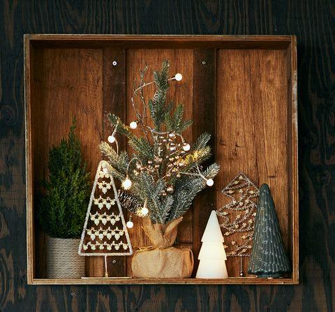 Christmas tree, Christmas, Tree, Wood, Room, Interior design, Christmas decoration, Pine family, Plant, Fir,