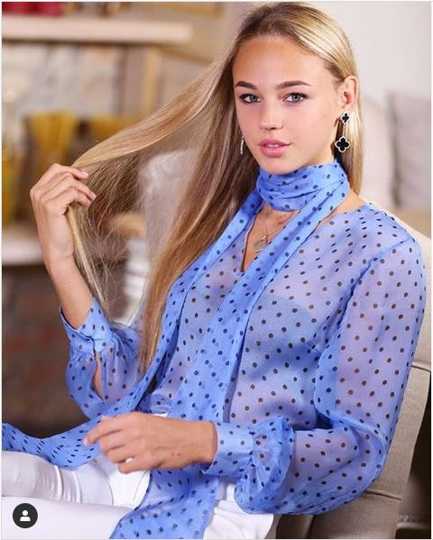 Hair, Clothing, Blue, Hairstyle, Blond, Outerwear, Long hair, Neck, Sleeve, Blouse,