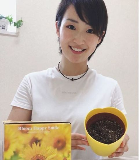 Food, Smile, Plant, Neck, Cuisine, Flower, Hair coloring,