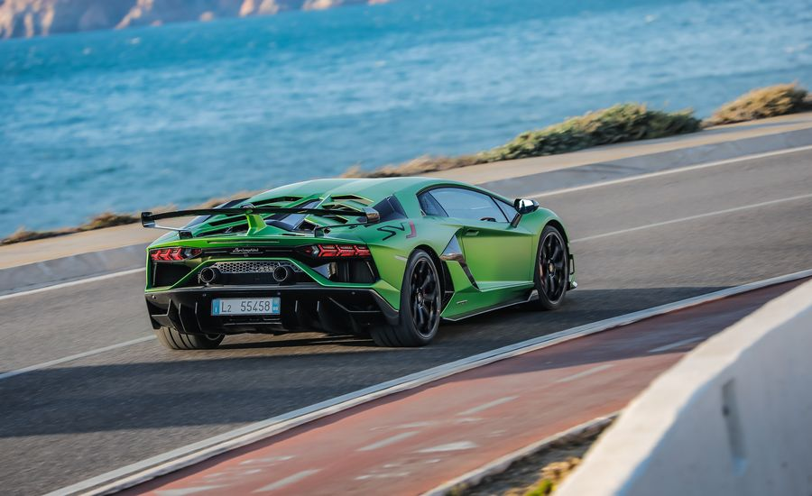 Lamborghini's Aging Aventador Goes Out with a 759-HP Shriek