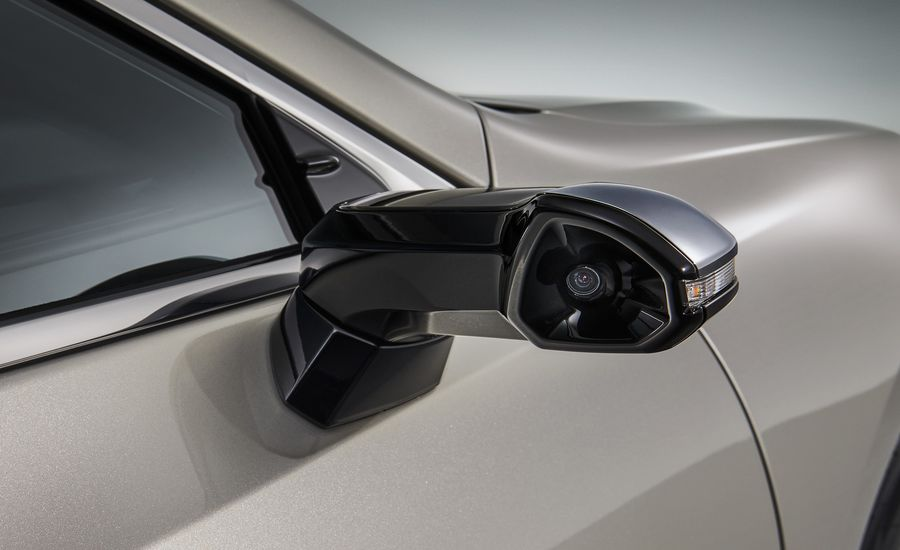 Lexus ES Will Be The First Car To Replace Side Mirrors With Cameras - Car show display mirrors