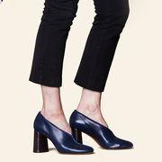 Clothing, Waist, Jeans, Standing, Leg, Trousers, Footwear, Pocket, Knee, Shoe,