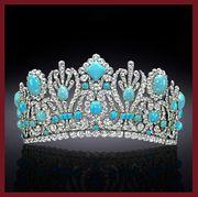 Jewellery, Fashion accessory, Emerald, Gemstone, Headpiece, Body jewelry, Diamond, Necklace, Hair accessory, Tiara,