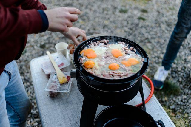 eieren bakken op de bbq
