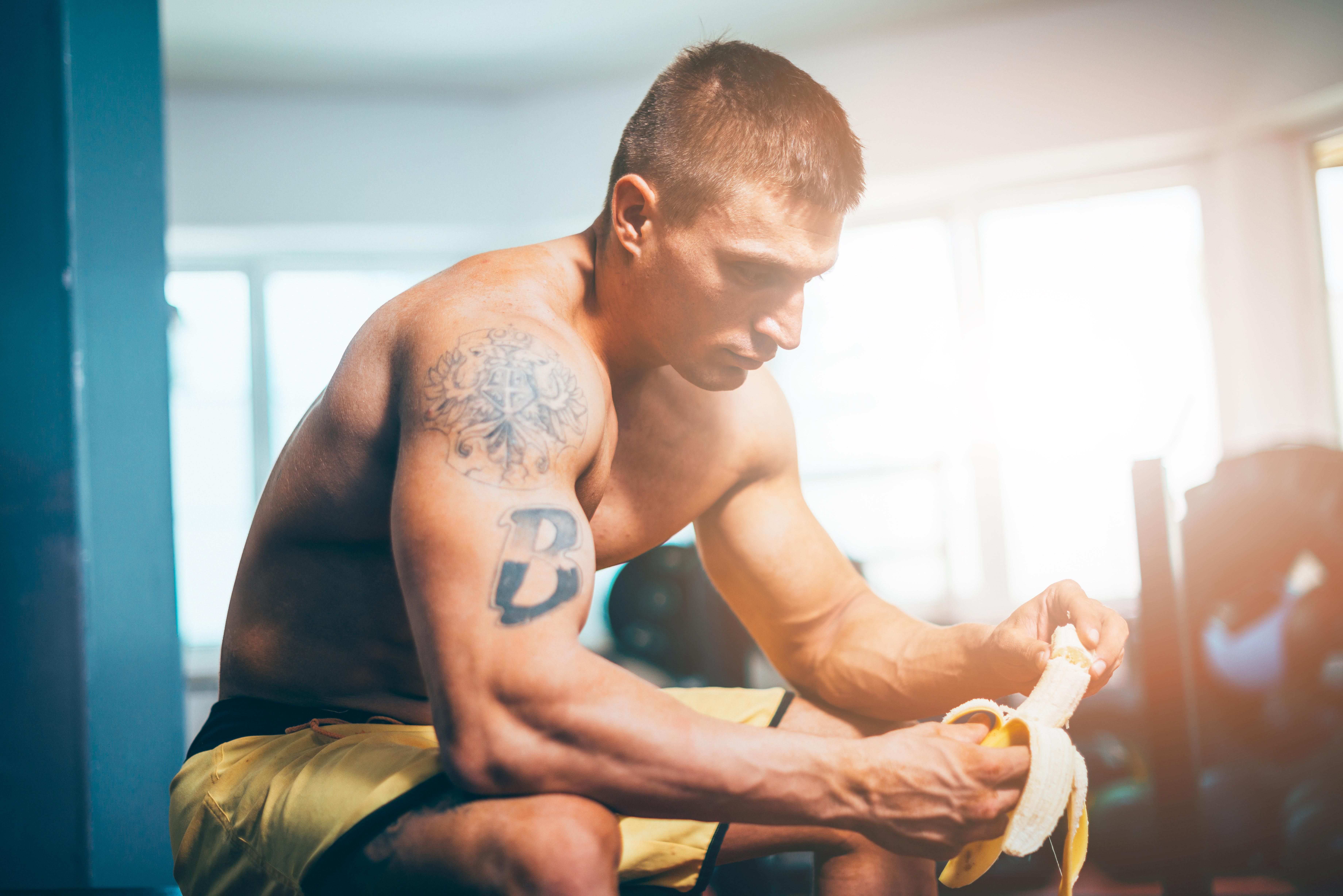 These Myths About Eating Before a Workout Are BS Bro Science