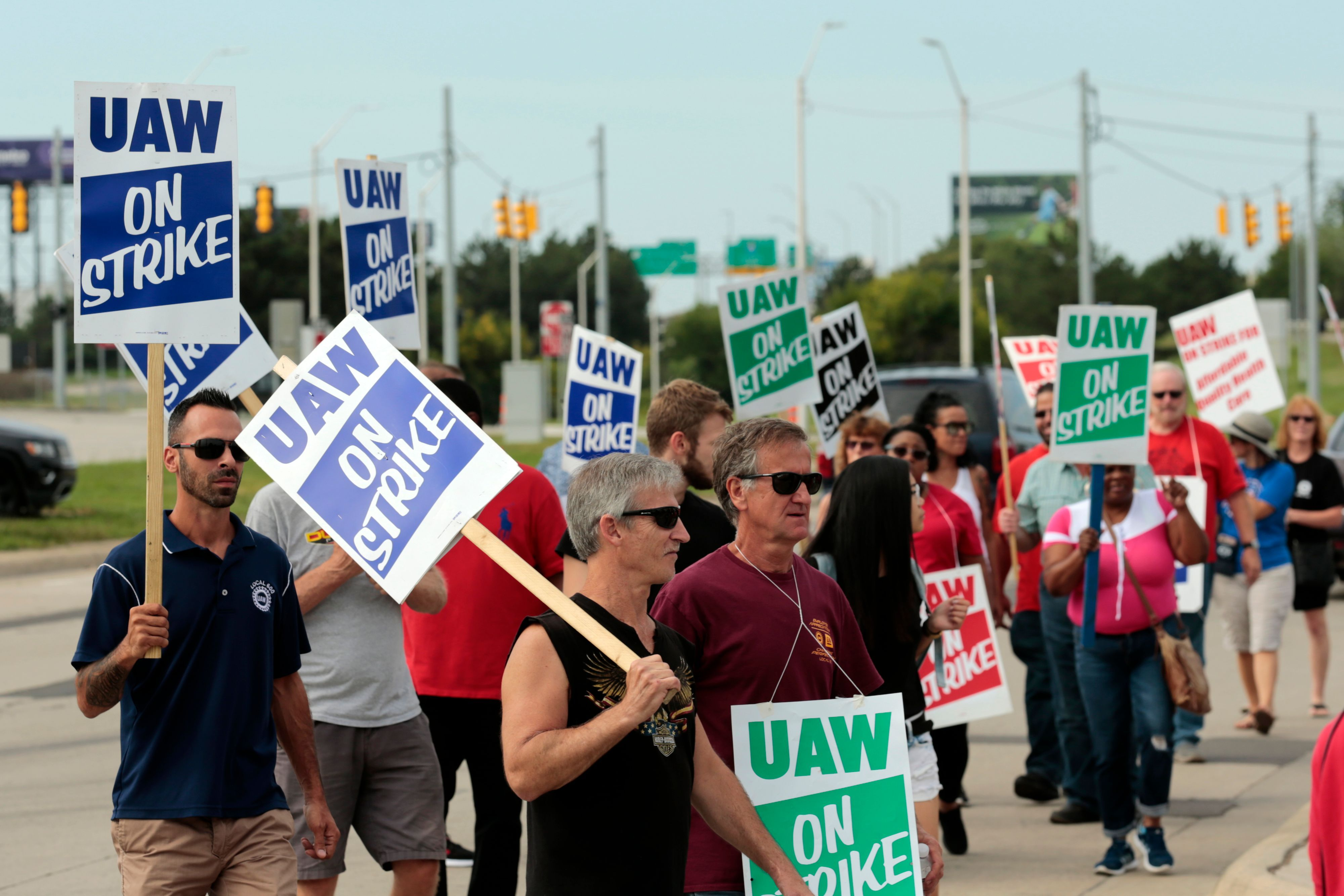 Members of the united auto workers and supporters picket news photo 1570669705