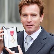 eddie redmayne, ewan mcgregor, benedict cumberbatch holding medals