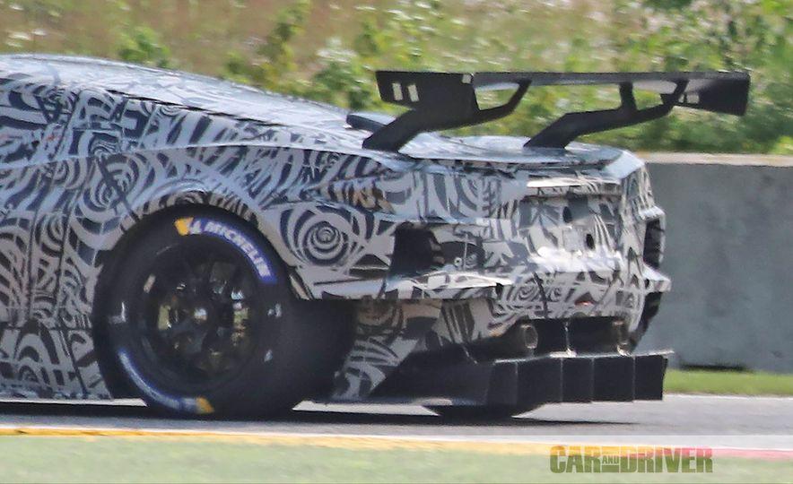 Mid-Engined Chevrolet Corvette C8 (spy photo)  - Slide 18