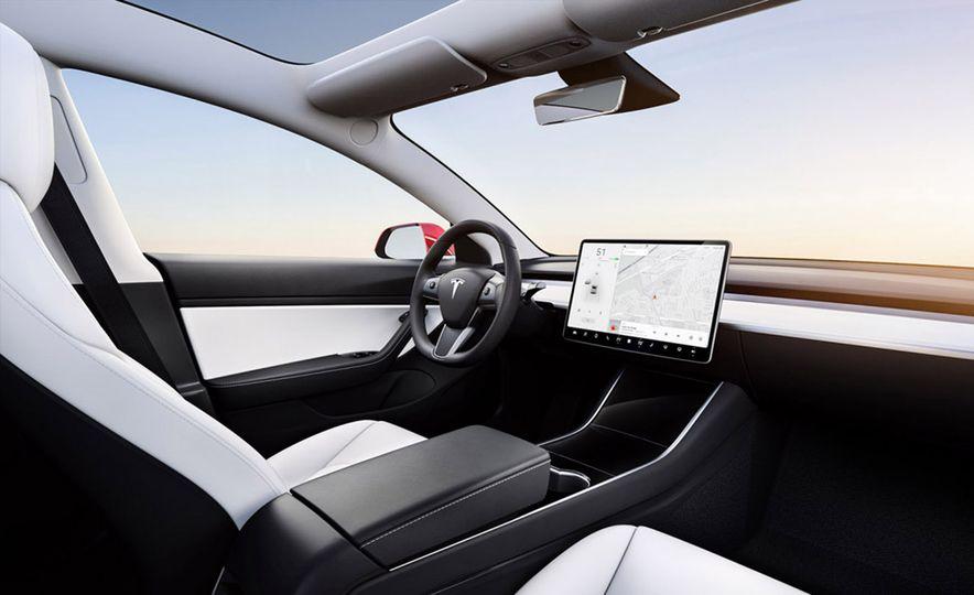 2018 Tesla Model 3 - Slide 2