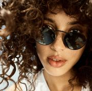90s Fashion Trends 2017 How to wear sunglasses Oliver Peoples