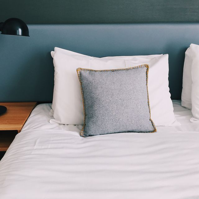 5 signs it's time to replace your pillow