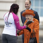 the queen's baton relay at buckingham palace