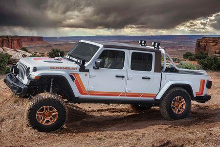 The Jeep Jt Scrambler Concept Is A Retro Striped Gladiator
