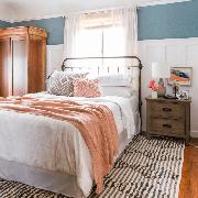 Bedroom, Bed, Furniture, Room, Bed sheet, Property, Floor, Bed frame, Interior design, Bedding,