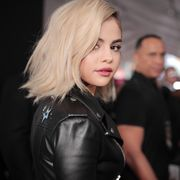 selena gomez at the 2017 american music awards