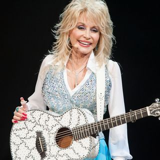 dolly parton performs at the agua caliente casino