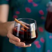 mulled wine in stemless wine glass