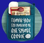 teacher gift idea oven mitt with cookie mix
