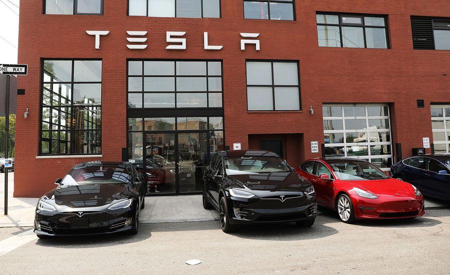 Tesla Posts Unusual Profit as Stock Market Sinks