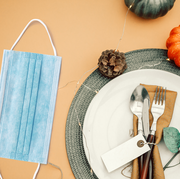 is it safe to host thanksgiving dinner experts share covid 19 safety tips