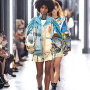 Fashion model, Fashion, Clothing, Street fashion, Fashion show, Runway, Fashion design, Footwear, Shoulder, Denim,