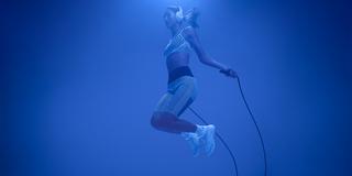 woman jump rope