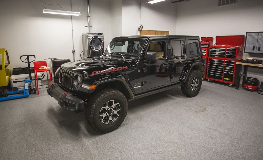 How to Remove the 2018 Jeep Wrangler JL's Roof, Doors, and Windshield - Slide 1