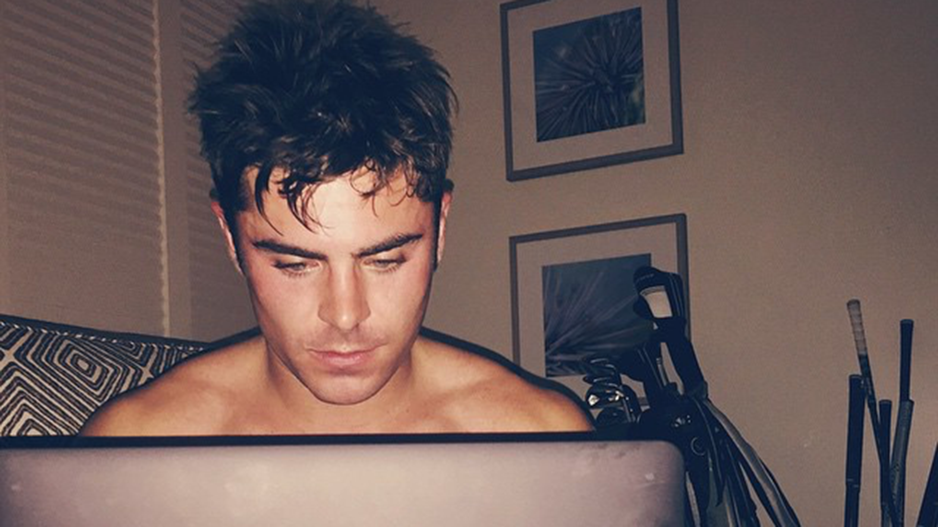 Flipboard Zac Efron S Platinum Blonde Hair Is Freaking Fans Out