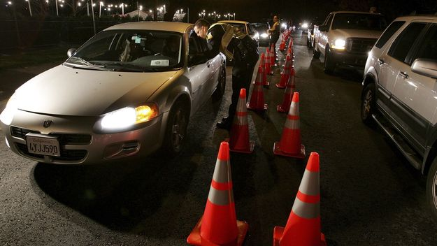 San Bruno police officers stop cars at a DUI checkpoint on November 27, 2006 in San Bruno, California. SOURCE: Justin Sullivan | Getty