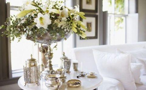 Room, Petal, Bouquet, Serveware, Interior design, Table, Interior design, Dishware, Home, Home accessories,
