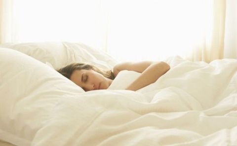 Comfort, Textile, Bedding, Bedroom, Linens, Bed sheet, Bed, Beauty, Sleep, Black hair,