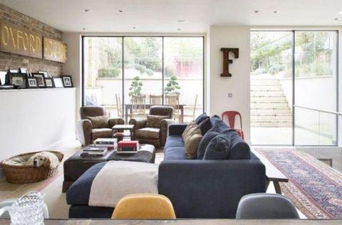 Interior design, Room, Floor, Property, Wall, Living room, Ceiling, Flooring, Home, Furniture,