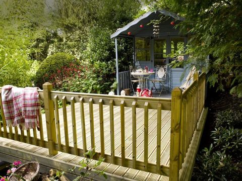 Garden landscaping made simple for Decking at end of garden