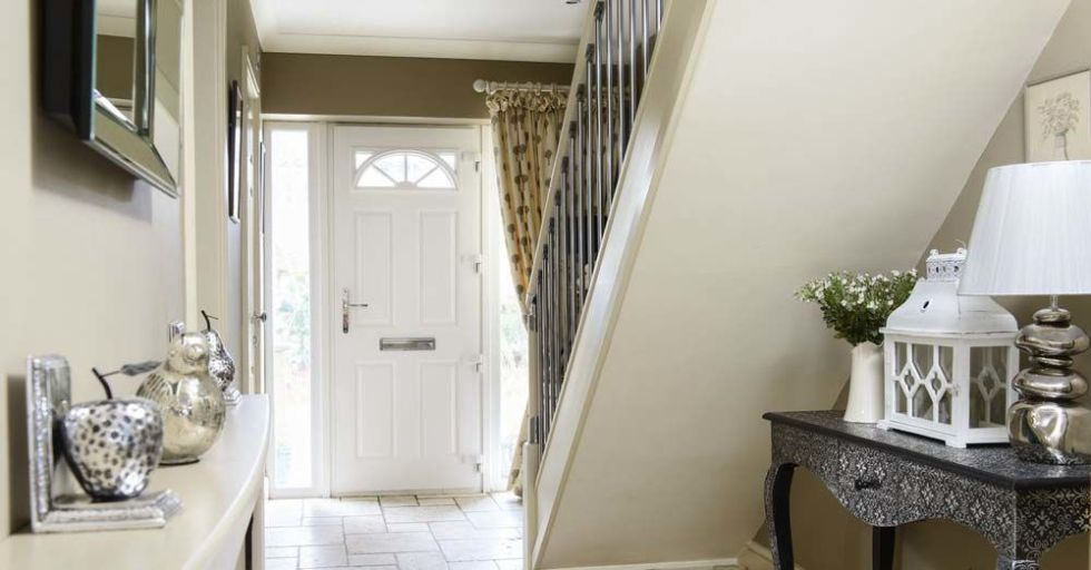 A dull hall has become a light and luxurious entrance