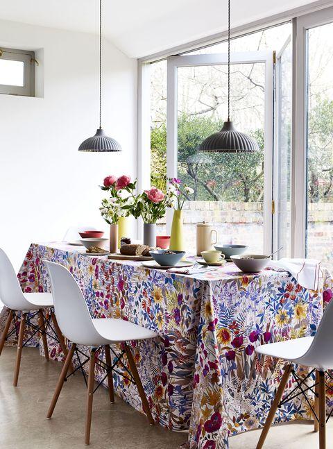 Summer-floral-inspiration-dinner-table