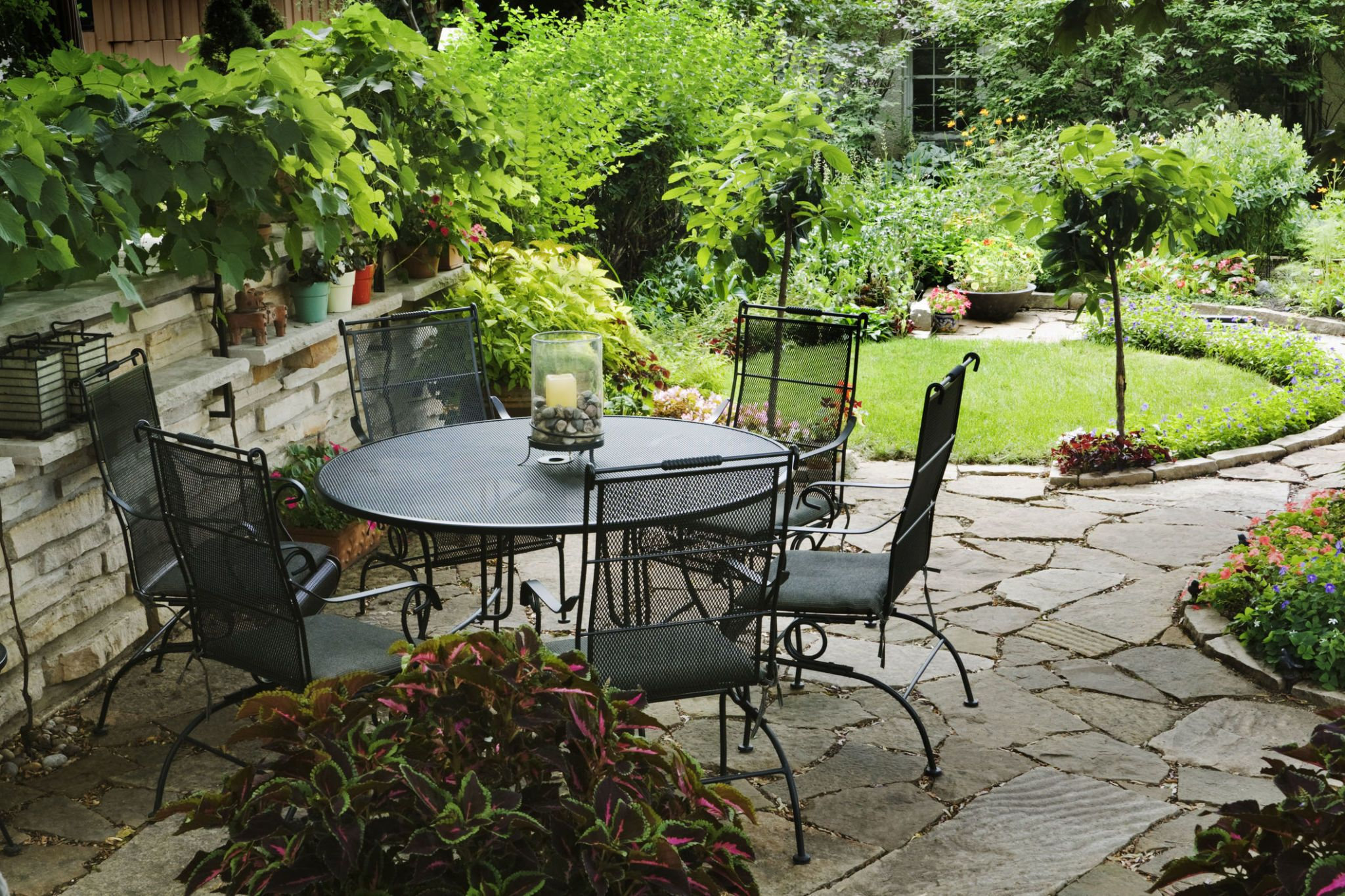 A Quiet Patio With Table And Chairs Furniture In A Back Yard Garden  Featuring A Circular