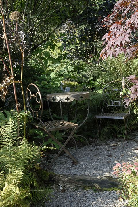 How to restore rusted and discoloured metal garden furniture
