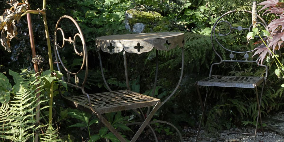 How To Re Rusted And Discoloured Metal Garden Furniture - How To Remove Paint From Metal Garden Table