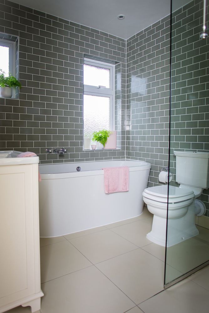 Bathroom makeover: Grey brick tiles and pink accessories makes this ...