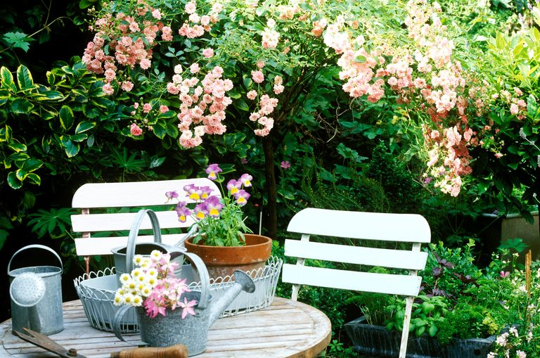 small garden design ideas 7 golden rules for your outdoor space. Black Bedroom Furniture Sets. Home Design Ideas