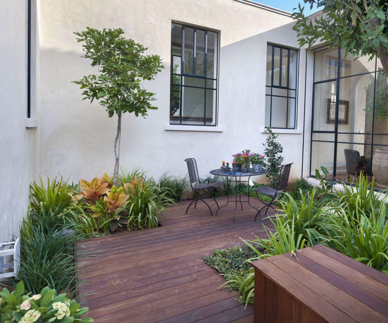 Luxury Patio In Courtyard Garden