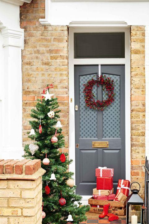 dulux weathershield front door christmas decorating idea   home exterior   grey door