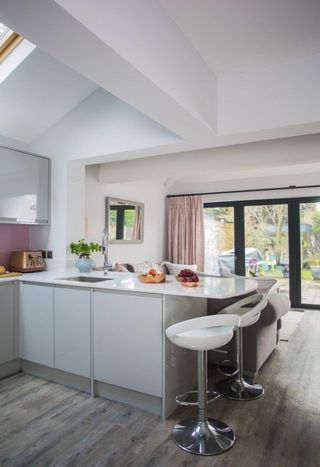 Pink Grey And Copper Colours Gives This Kitchen Makeover An Elegant - Grey copper kitchen