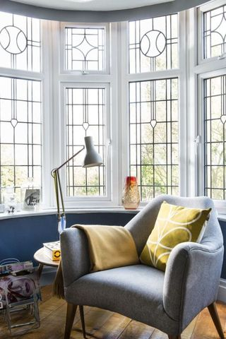 Blue Retro Living Room Inspired By Classic Books